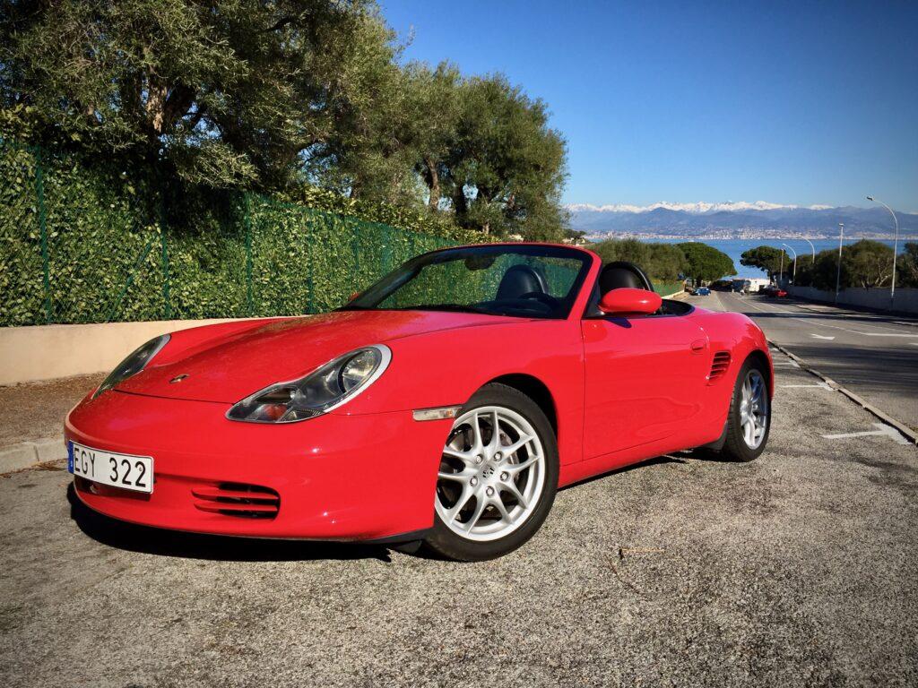 Punainen Porsche Boxster 986