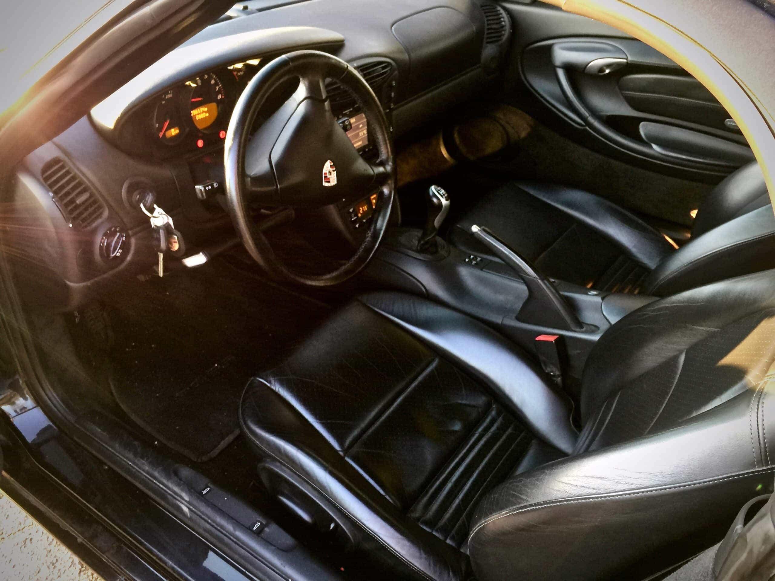 Porsche Boxster 2,7 sisusta