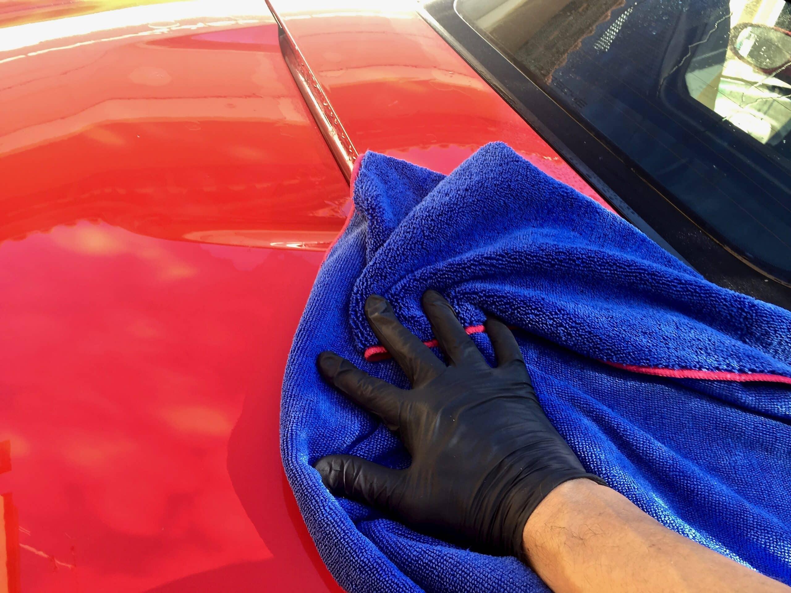 Auton pesun kuivaus