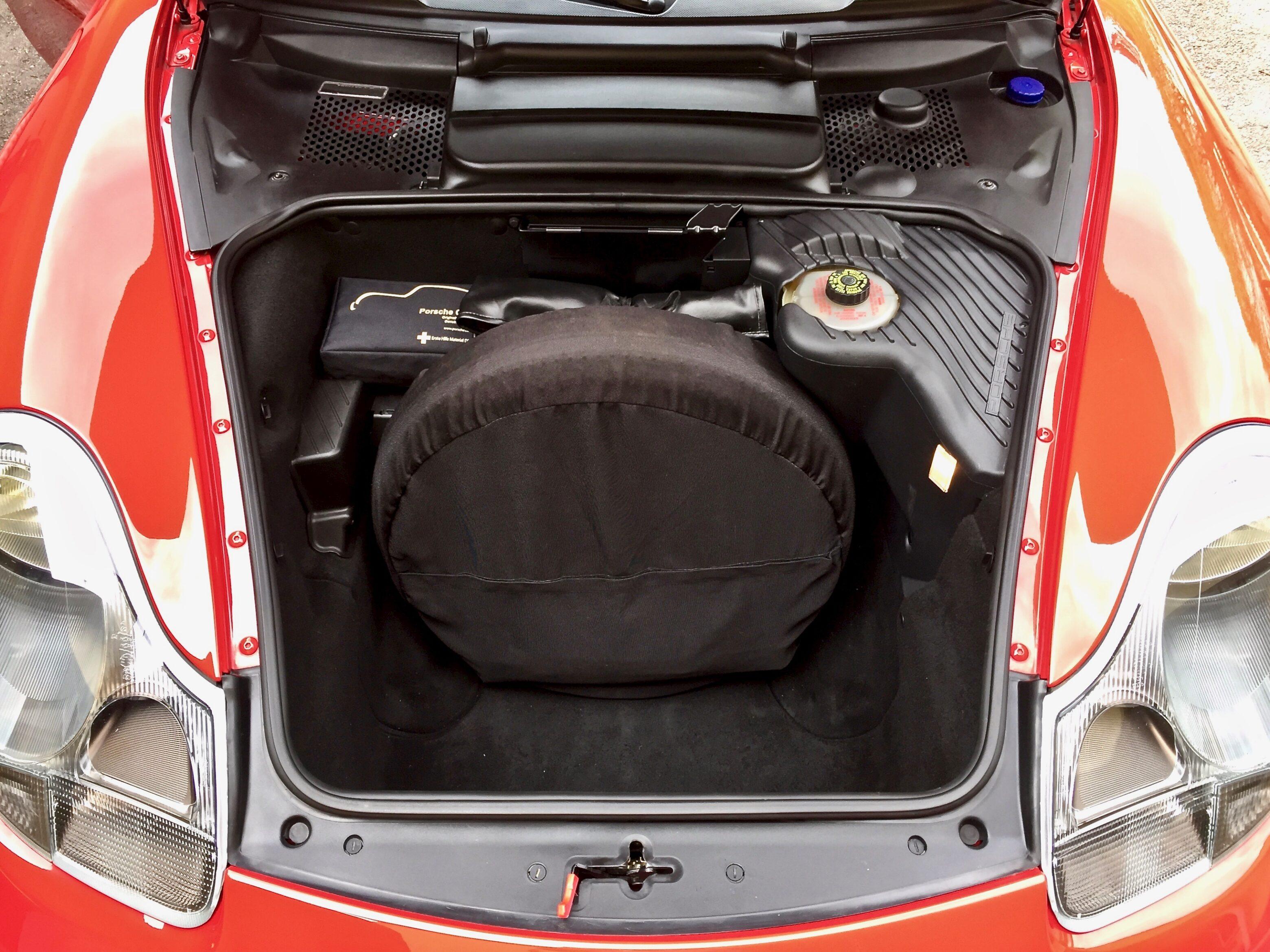 Myytävänä Porsche Boxster etuluukku