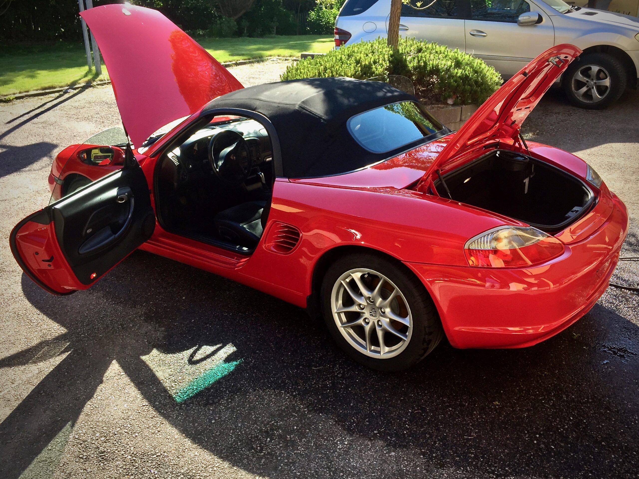 Autopesu Porsche Boxster luukut auki