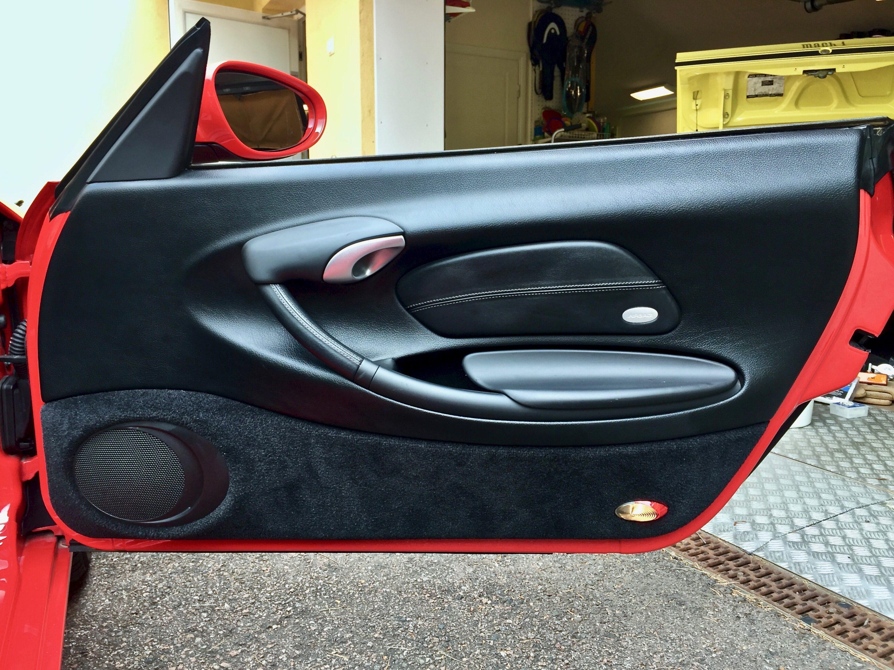 Myytävänä Porsche Boxster ovi oikea