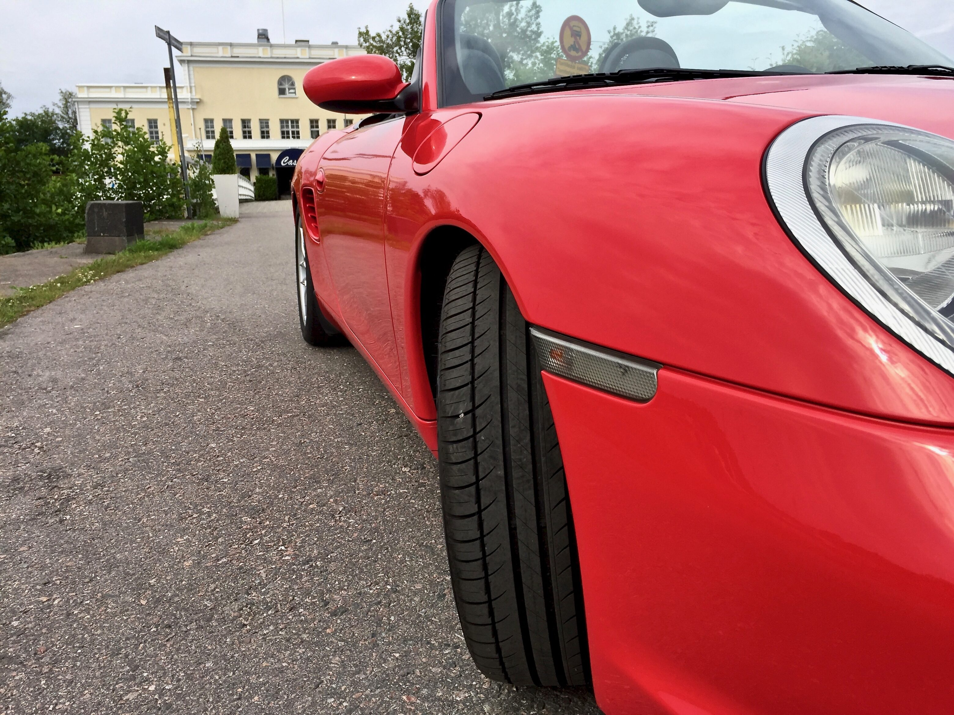 Myytävänä Porsche Boxster sivuo