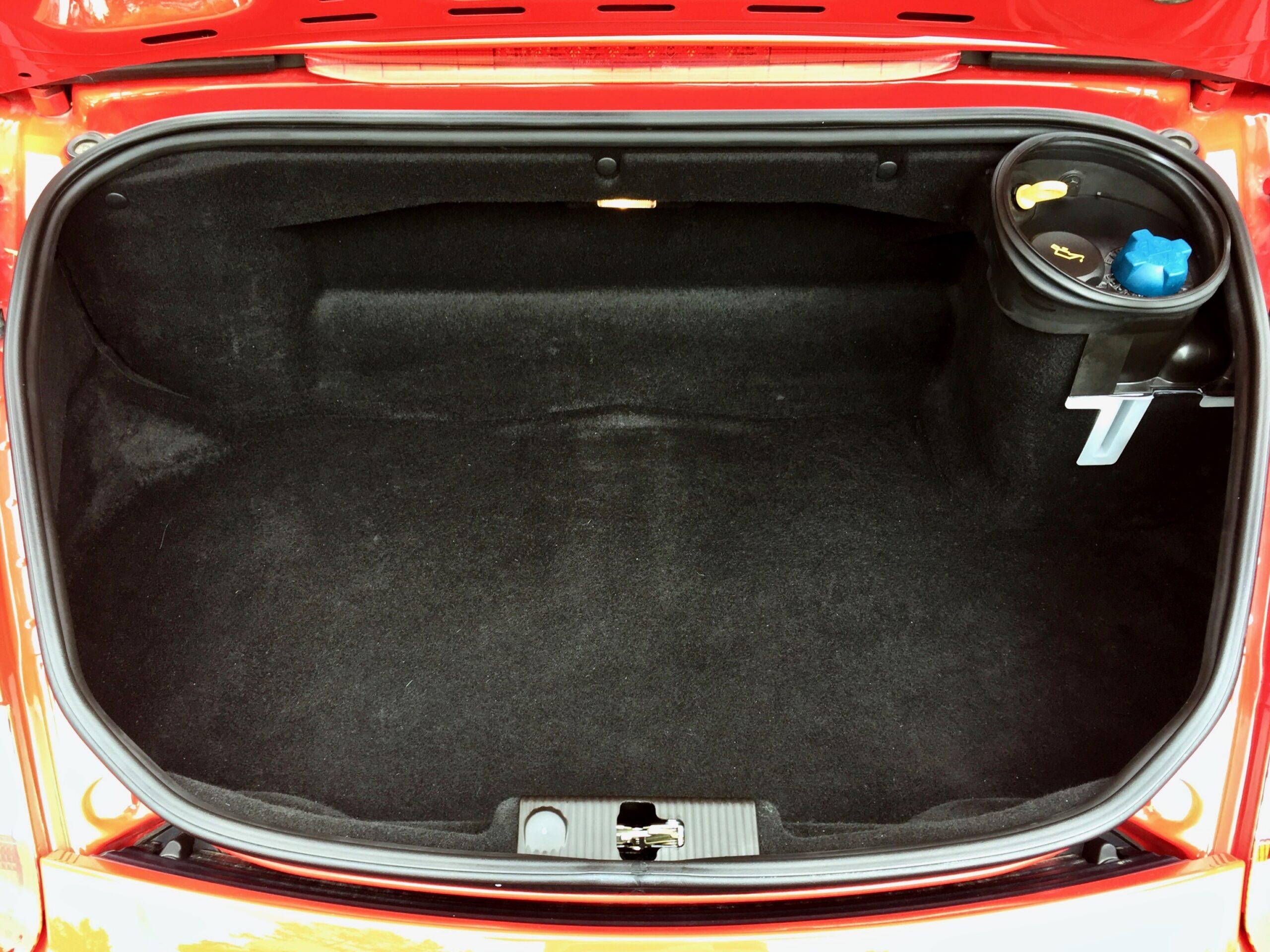 Myytävänä Porsche Boxster takaluukku